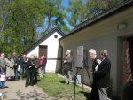 przy ścianie: Edward Towpik – inicjator wystawy, ja i Stefan Górski – Kurator Muzeum